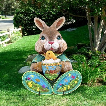 Gorgeous Outdoor Easter Decorations To Bedeck Your House In Style 06