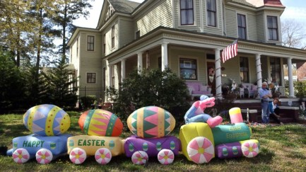 Gorgeous Outdoor Easter Decorations To Bedeck Your House In Style 17