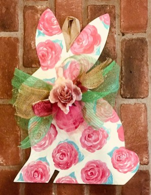 Gorgeous Outdoor Easter Decorations To Bedeck Your House In Style 29