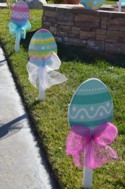 Gorgeous Outdoor Easter Decorations To Bedeck Your House In Style 38
