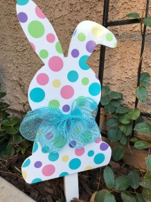 Gorgeous Outdoor Easter Decorations To Bedeck Your House In Style 49