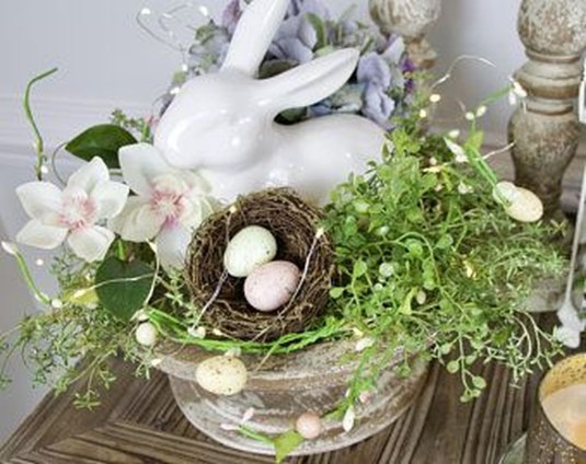 Marvelous Easter Tablescapes That Will Make Your Jaw Drop 35