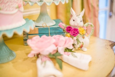 Marvelous Easter Tablescapes That Will Make Your Jaw Drop 37