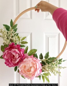 Clever DIY Minimalist Wreaths Guaranteed To Dress Up Your Home 19