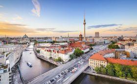 Credits: Berlin by SeanPavone/123RF