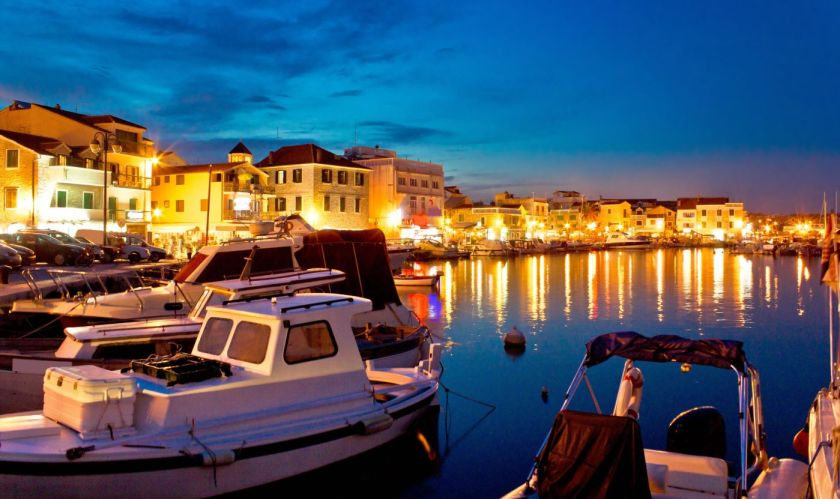 credits. Vodice/ foto by xbrchx/can stock photo