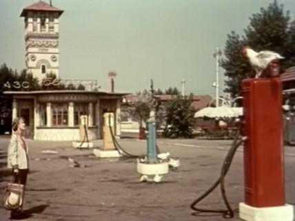 """Кадр из фильма """"Королева бензоколонки"""". В поисках места для съемок ассистенты режиссера объездили чуть ли не всю Украину"""