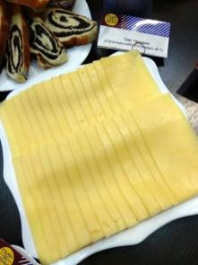 """""""Голландский"""" - один из самых популярных сыров Пирятинского сырзавода"""