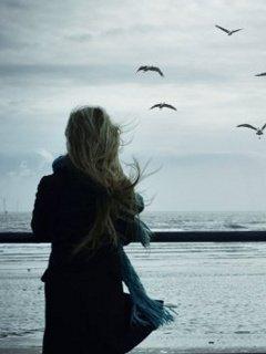 صور بنات حزينة على البحر بنات بتشكي همها للبحر صور حب