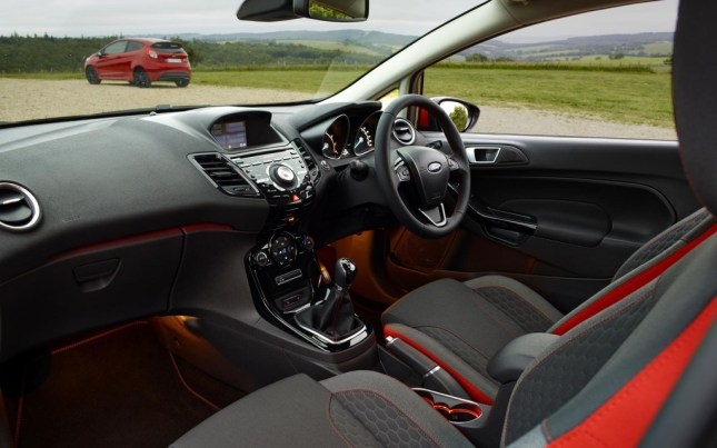 Ford-Fiesta-Red-Black-Edition-2014-Interior-FrontSeatDriver.co_.uk_-1024x640