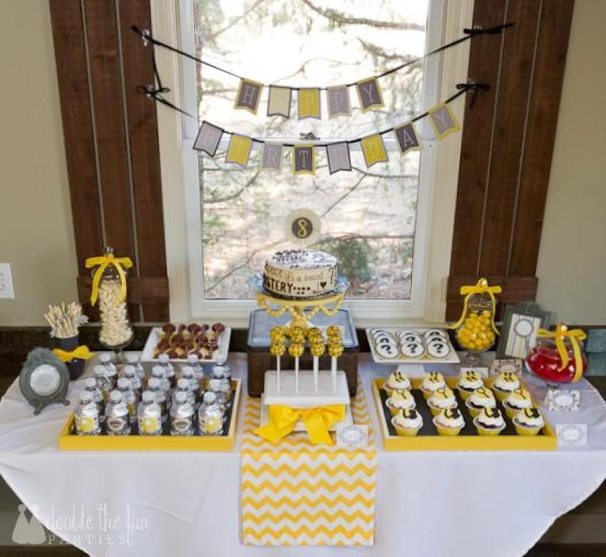 Nancy Drew Party Dessert Table