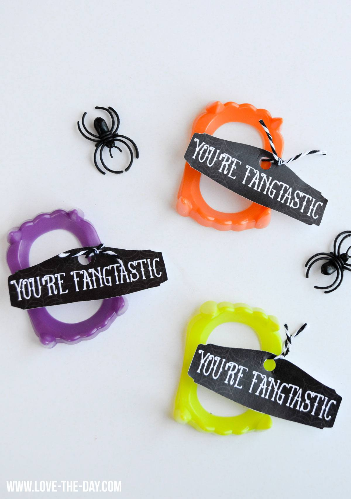 FANGtastic Halloween Idea & Free Printable by Love The Day