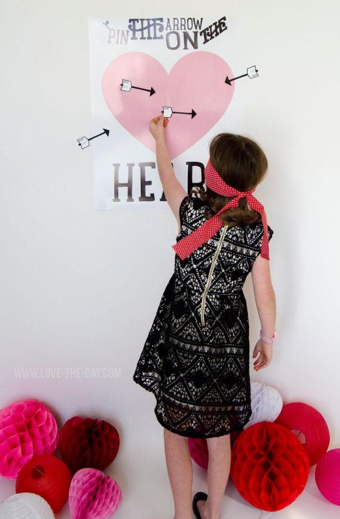 Valentine Party Games:: Pin The Arrow On The Heart by Love The Day