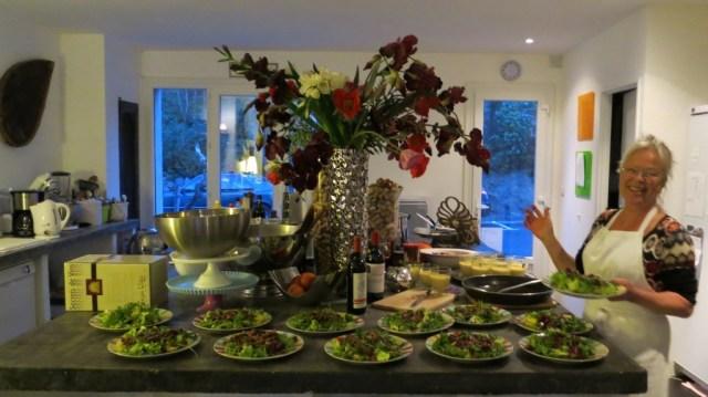 La patronne Elisabeth (cuisinière depuis plus de 20 ans) dans ses oeuvres...