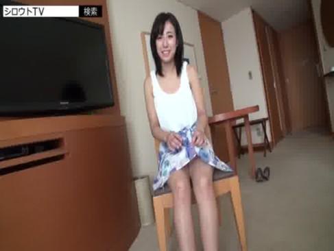 激カワ素人女子大生がハメ撮り!黒髪で清純そうなのにおまんこを広げて笑顔を見せる姓行為動画
