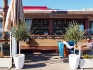 RED Cafe na promenádě v Limassolu