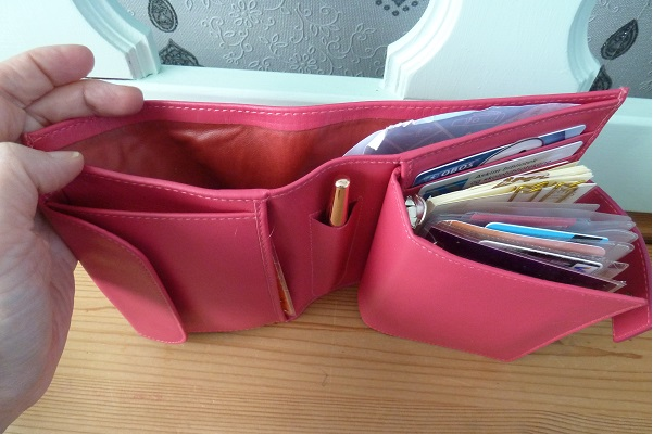 Using my pocket Bethge as a wallet (3/6)