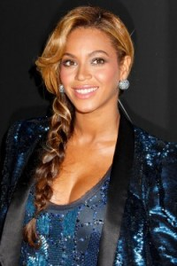 """Beyonce wearing """"the fishtail"""" braid style."""