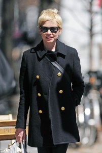 Actress Michelle Williams wearing a pixie haircut.