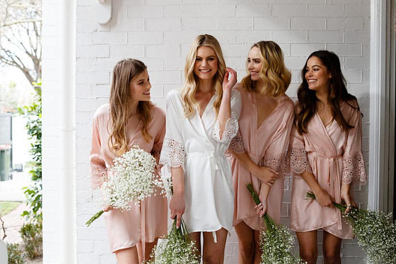 Guide To Must-Have Wedding Morning Gifts For The Bride