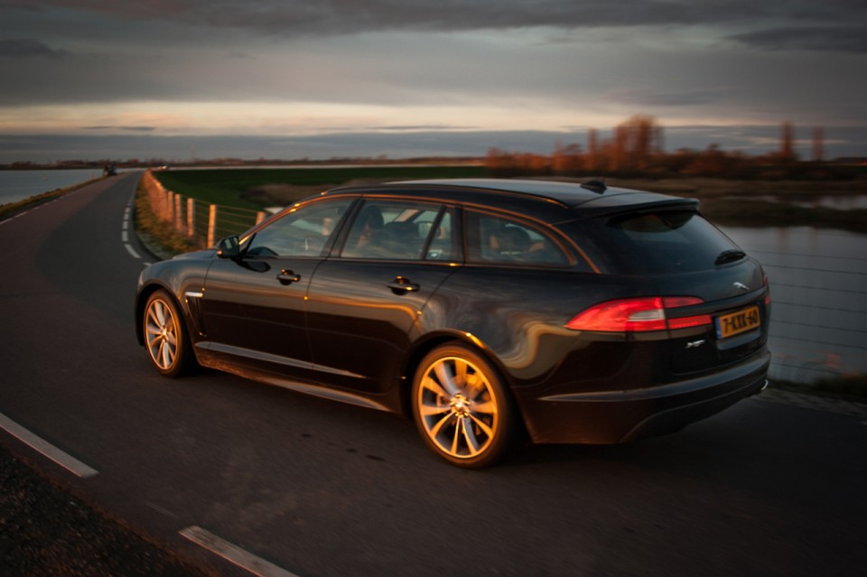 Jaguar XF Sportbrake Zijkant