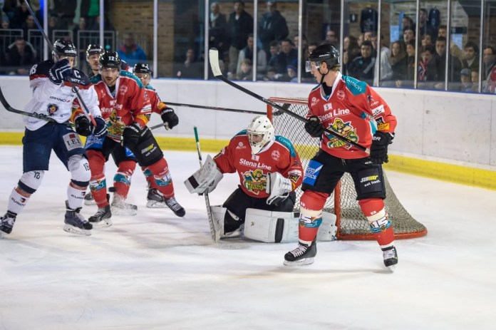 Tibas Hoult 1) Carsen Chubak makes a save in Angers, France as the Stena Line Belfast Giants take on the Angers Ducs in the Continental Cup Semi-Final.
