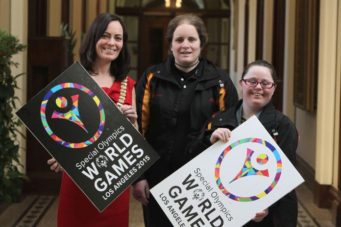 Pictured L-R: The Lord Mayor of Belfast, Nichola Mallon with Special Olympics Ulster athletes and Team Ireland LA2015 squad members, Carole Catling, 37, a table tennis athlete from Abbots Cross Special Olympics Club in Newtownabbey and Kirsty Devlin, 20, a rhythmic gymnast from Salto Special Olympics Club in Belfast. Carole and Kirsty are amongst 12 Special Olympics Ulster athletes who will compete at the Special Olympics World Summer Games in Los Angeles (LA2015) this summer as part of an 88-strong Team Ireland squad