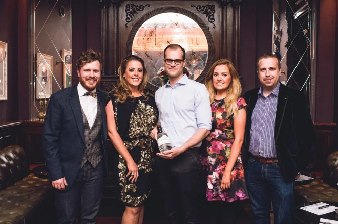 2.Team Shortcross: Phil Ervine, marketing manager; Fiona Boyd-Armstrong, director; Nicola Spiers, brand ambassador; David Boyd-Armstrong, head distiller with Olivier Ward (centre), Gin Foundry, pictured at the Shortcross Signature Serve event in Sixty6 Belfast.
