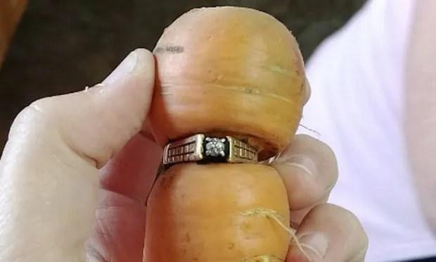 Engagement ring carrot