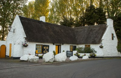 Crosskeys Inn, oldest thatched pub in Ireland