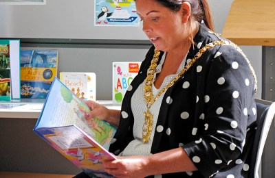 Lord Mayor Visits Ormeau Road Library (2)