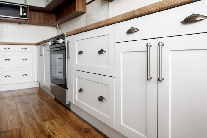 Transforming one's cabinets at home is a common trend nowadays, and more and more people are looking for ways to do it on their own. While hiring a professional is certainly easier, many prefer to test their creativity and at the same time save some money.