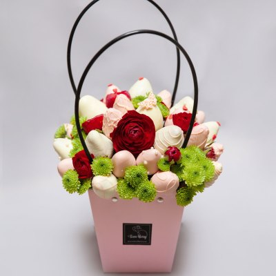 chocolate strawberry gift with flowers