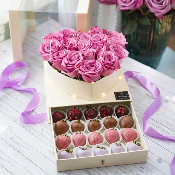 roses with chocolate strawberry box