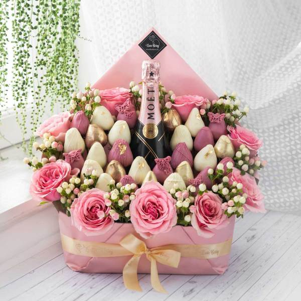 Pink & Gold Chocolate Strawberry Rose Bouquets