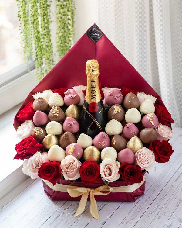 chocolate-dipped strawberry bouquet