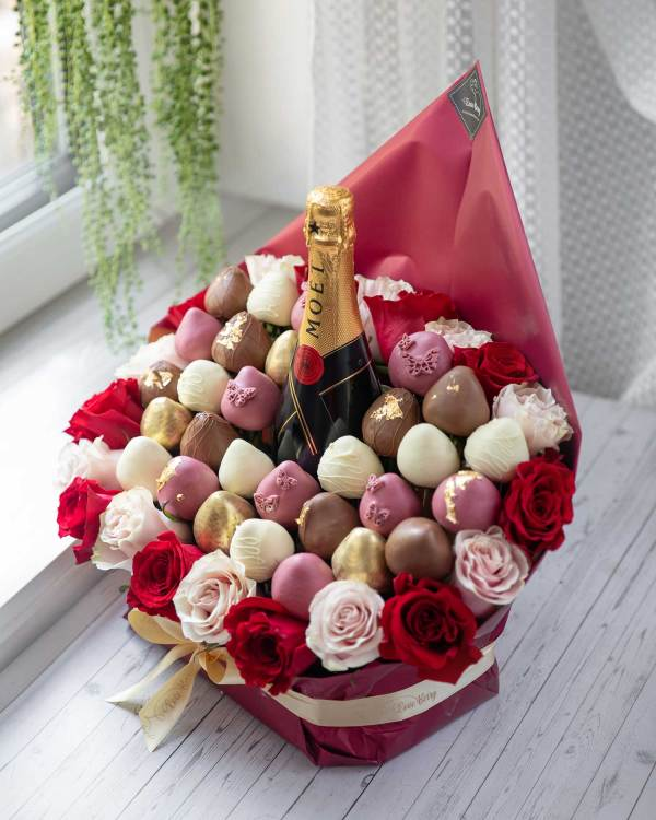 hand-dipped chocolate strawberries with champagne