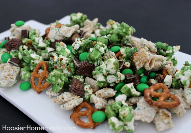 17 St. Patrick's Day Treats {easy, fun, and colorful} - Luck of the Irish Party Mix