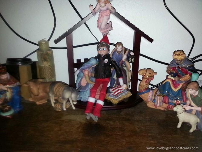 Elf on the Shelf Ideas - Elf in the Manger