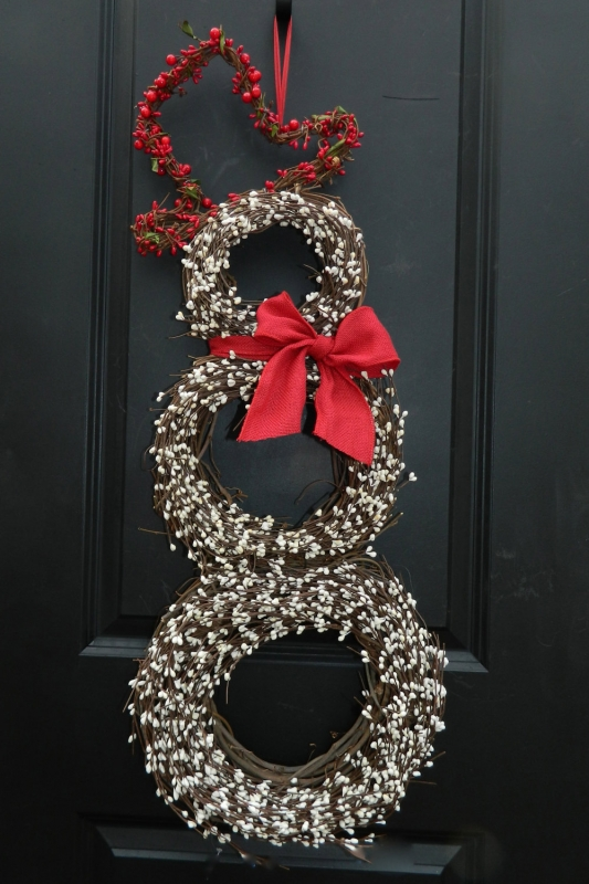 15 Christmas Wreath Ideas - Berry Snowman Wreath
