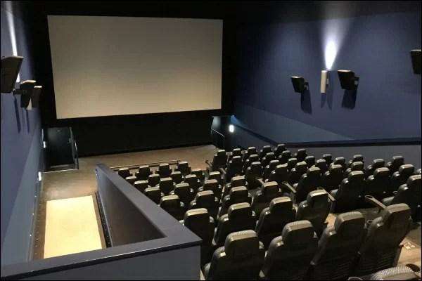 出会いの場 映画館