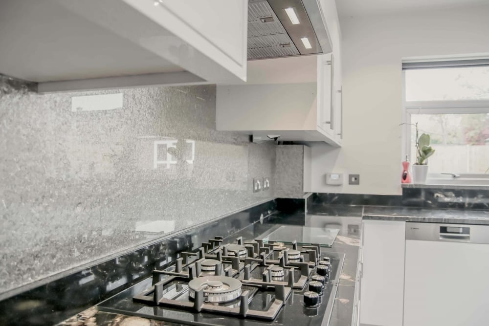 Deep-Silver-Premium-kitchen-glass-splashback-IMG_4657