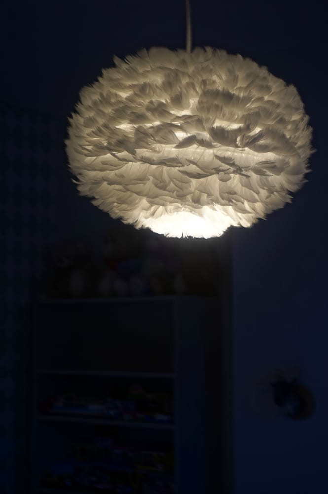 Furnish feather light pendant
