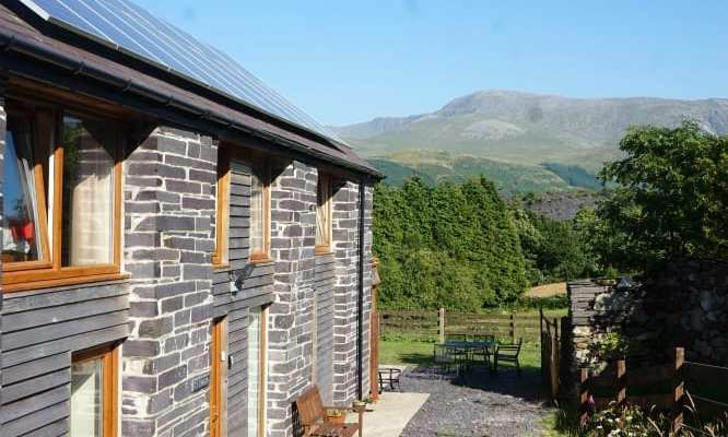Holiday Cottage Review: A Modern Stay in a Traditional Setting