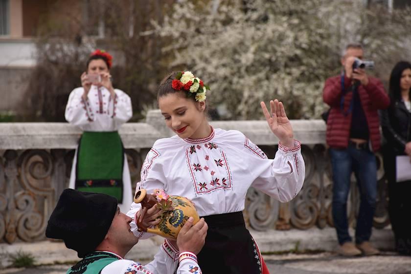 Търговците са в пълна готовност за предстоящия празник Цветница в Ловеч