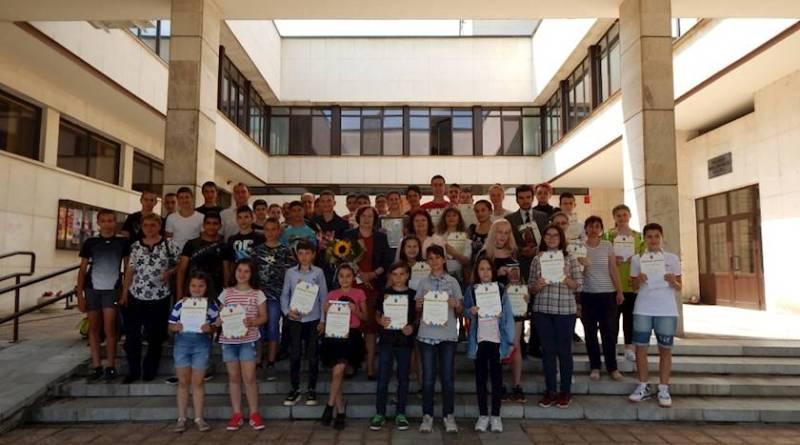 18 троянски талантливи момичета и момчета и два отбора бяха наградени на 12 юни