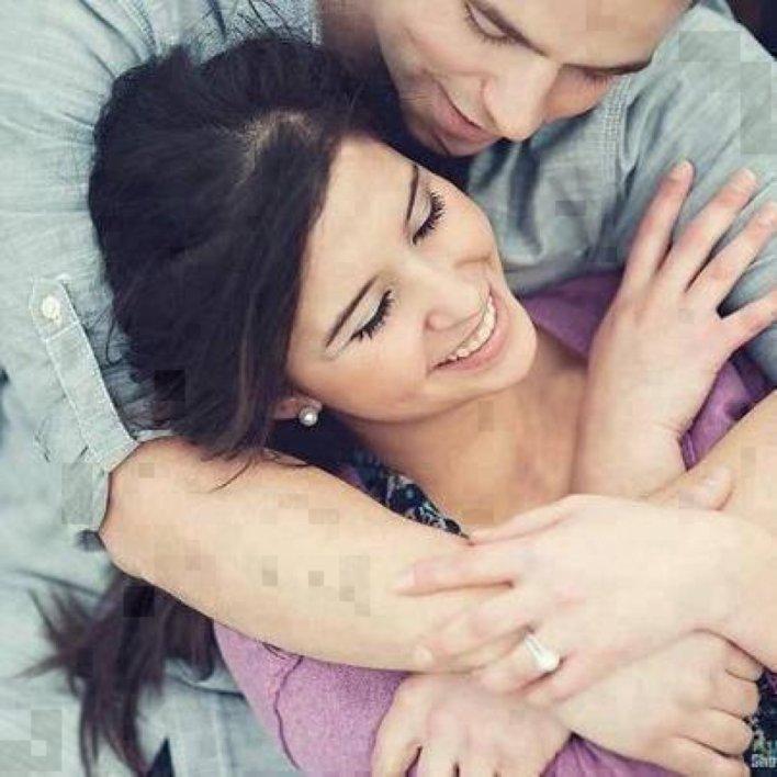 صورة الصورة لمرّة واضطراب رأسها في حضن زوجها