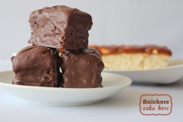 snickers-cake-bars