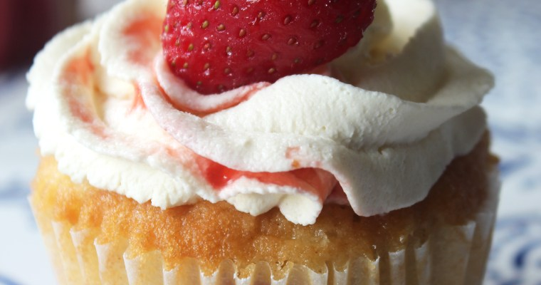 Strawberry and Cream Cupcakes