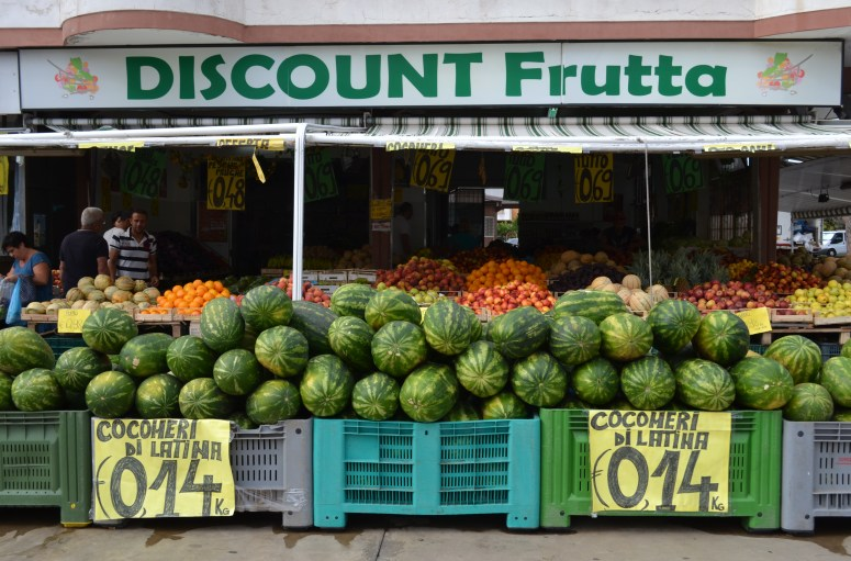 Rynek owoce Ladispoli